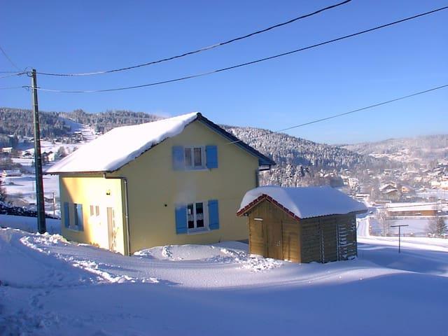 Petite maison cosy dans la vallée des lacs