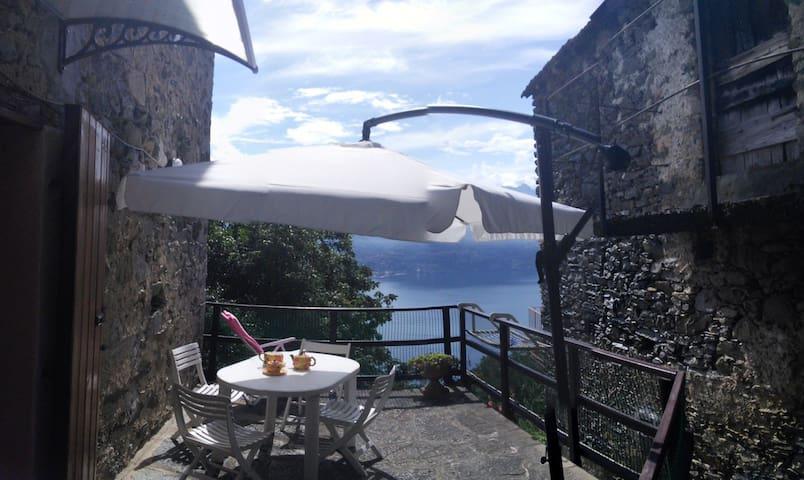 Incantevole baita con stupenda vista lago - Santa Maria Rezzonico - Dům
