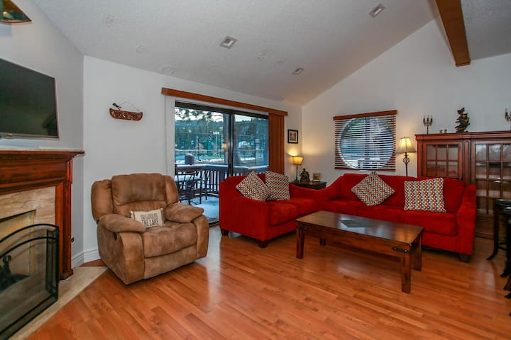 Knotty Pine - Big Bear Lake Retreat 3 BR Condo