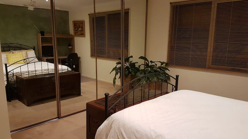 Spacious Private Room with Ensuite