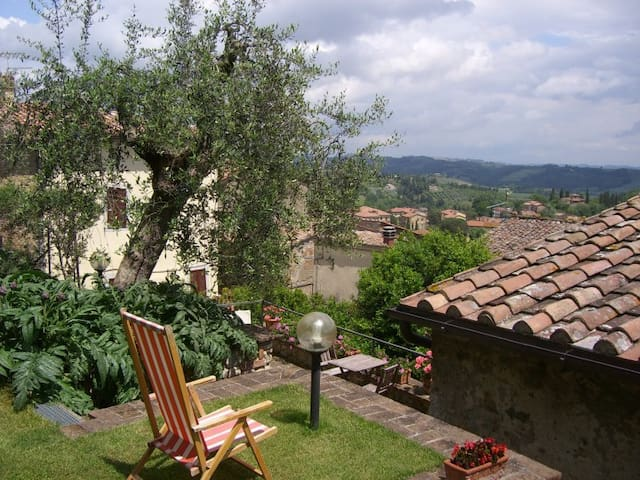 Charming historic  house with garden and terrace - Cetona - Hus
