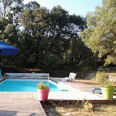 appartement indépendant dans villa en Provence - Correns - Apartment