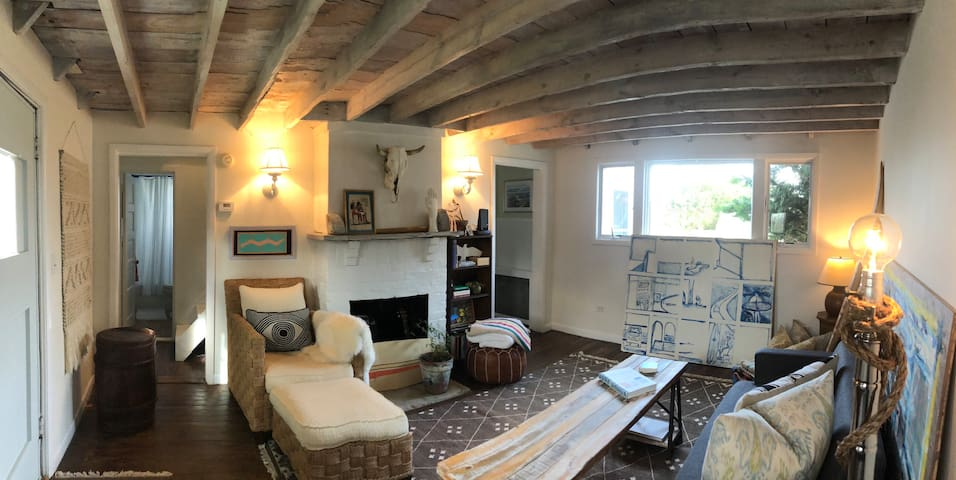 Montauk Surf Bungalow -on water right outside town
