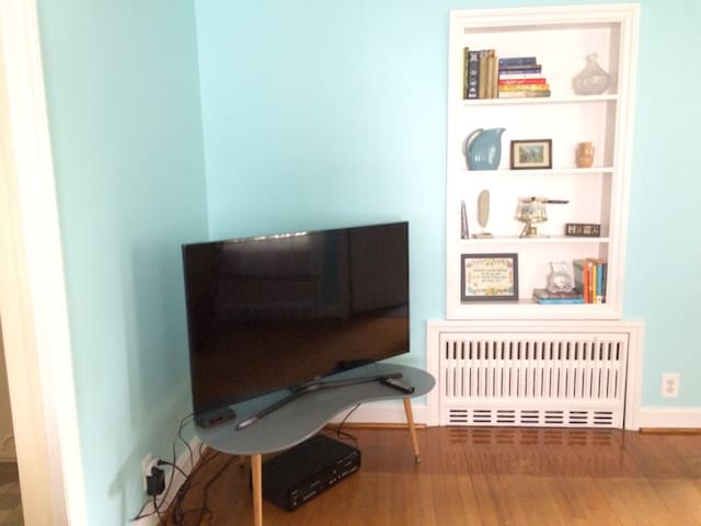 Enjoy a book from our shelves or relaxing in front of the tv. Chromecast is on television