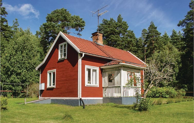 Holiday cottage with 1 bedroom on 45 m² in Mörlunda