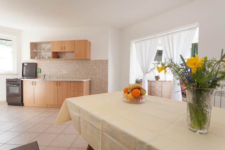 ★1 BR suite for 2 ★ Couple Getaway ★AC | WiFi | P★