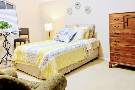 15% off Monthly Stays: Spacious Loft