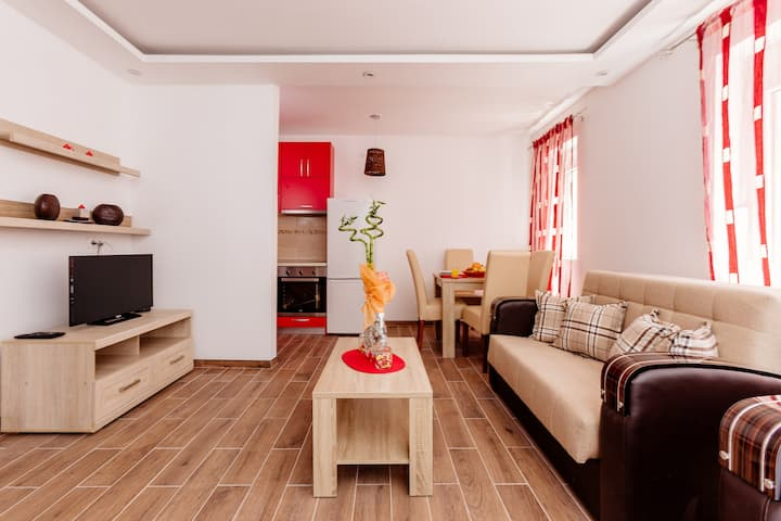 Dream Vacation Apartments- Red Studio