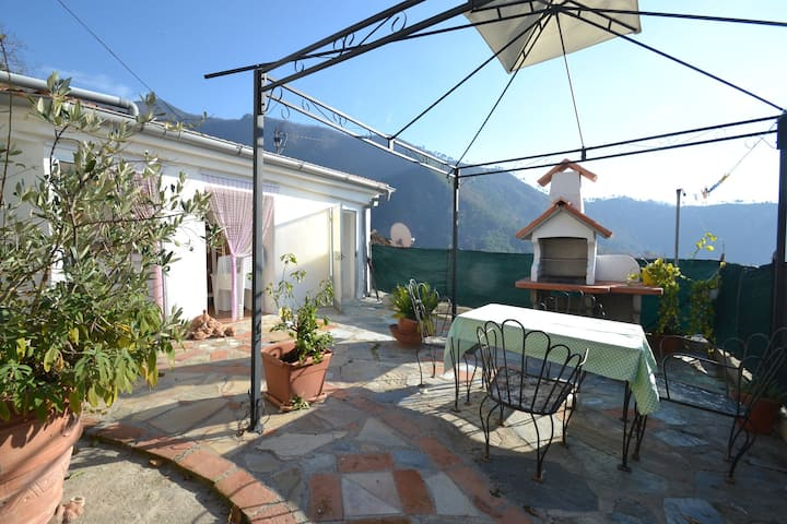 Modern Holiday Home in Montignoso near Aghinolfi Castle