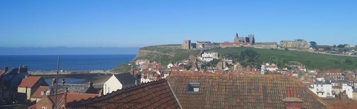 2 bedroom Whitby maisonette with sea & Abbey views