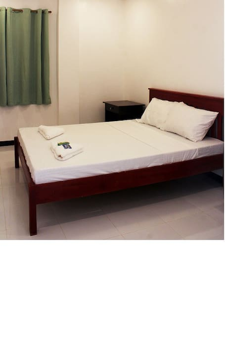 Queen Bed Non aircon with fan