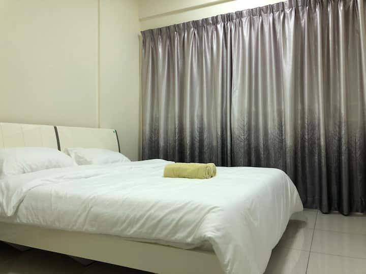 Spacious condo with a view in Simpang Ampat
