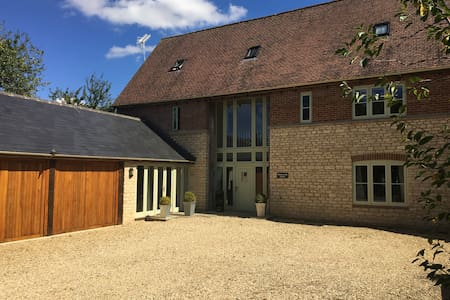 Beautiful house in the Cotswolds with log fire! - Hannington - House