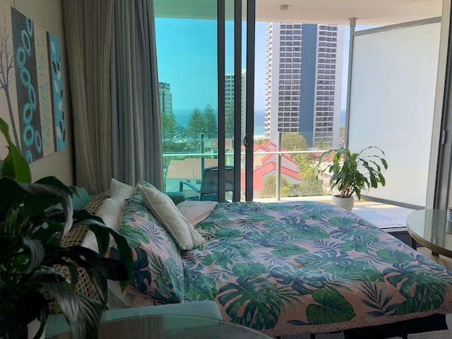 Ocean View High Floor Surfers Paradise