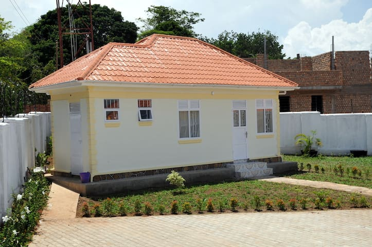 Victoria lake view guest house - Entebbe  - House