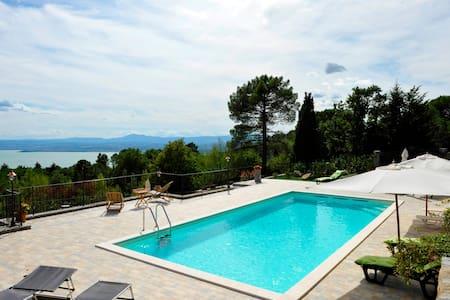 Villa Sensi - Tuoro sul Trasimeno - Bed & Breakfast