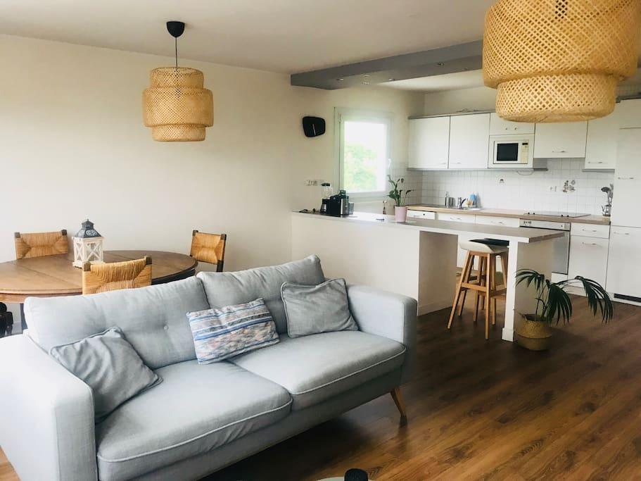 cuisine ouverte sur salon et séjour