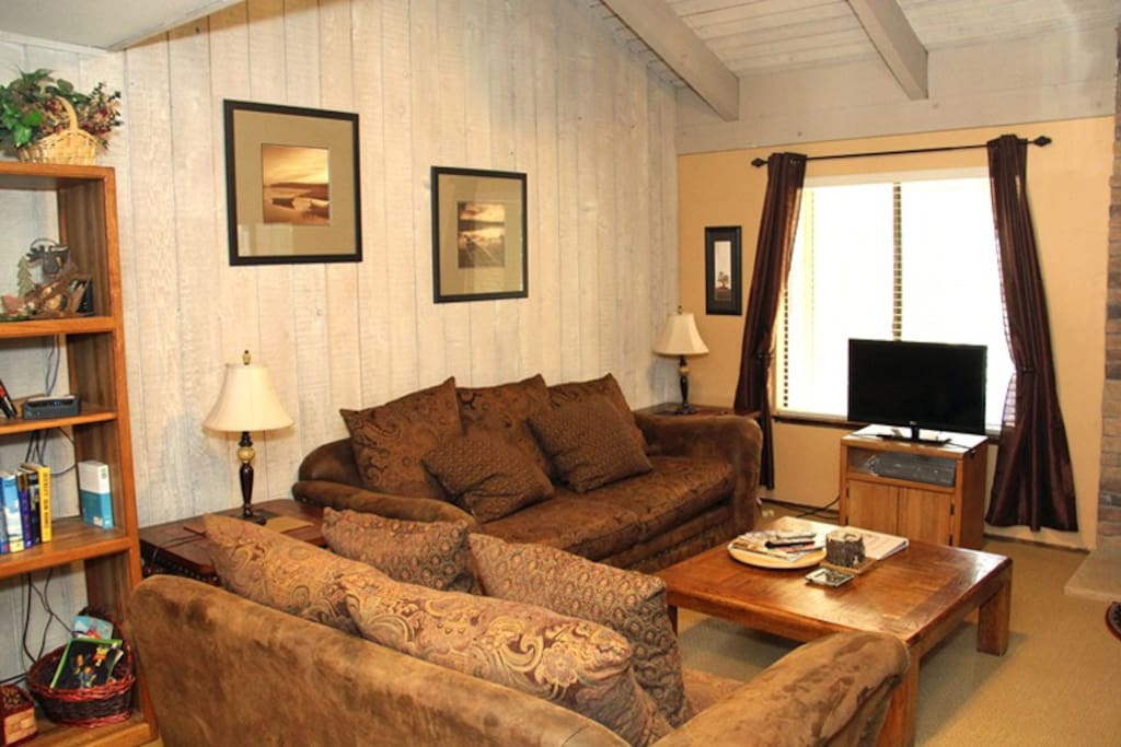 Mammoth Lakes Rental Sunshine Village 106 - Living Room has a Flat Screen TV