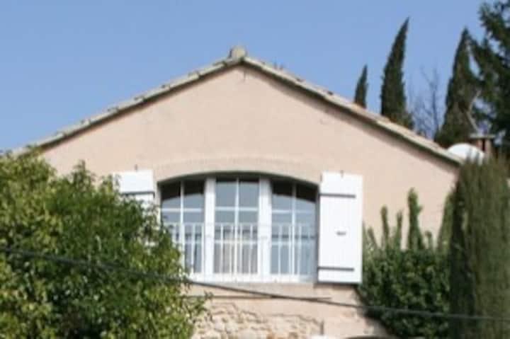 studio,terrasse, jardinet,piscine , vue magnifique