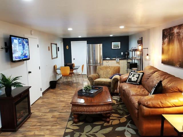 Cabin Guest Suite - Amazing Views, Quiet, and Cozy