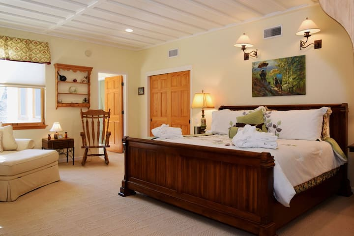 The Tea Time Suite - Red River - Bed & Breakfast