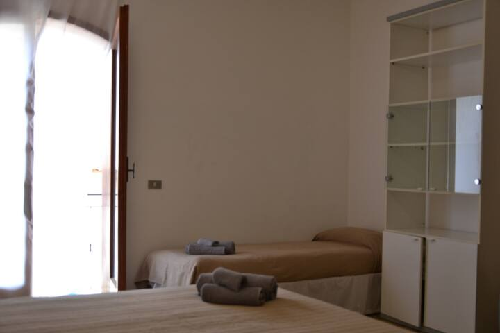 Double room with two single beds and balcony