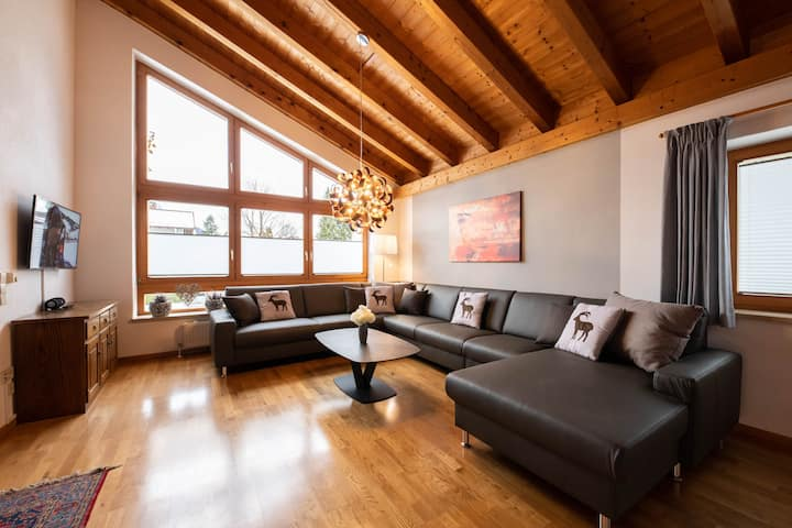 "Large holiday home ""Alpen Chalet"" with magnificent mountain view in Garmisch-Partenkirchen"