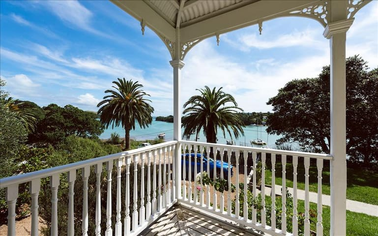 THE VILLA ON THE BAY - Waiheke Island - Villa