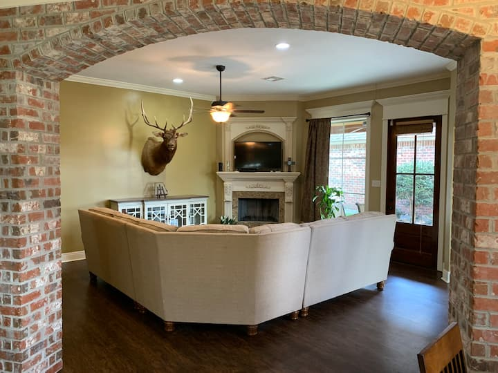 Lake Charles Executive Style HM in Great Location