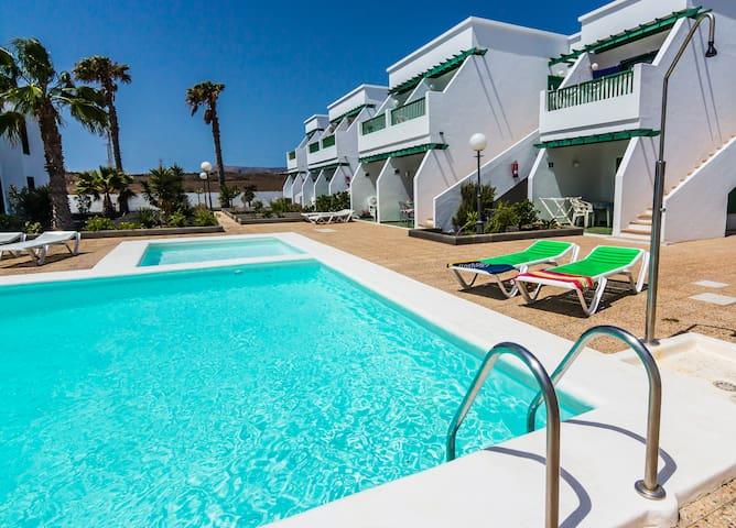 Apartamento planta baja en complejo con piscina