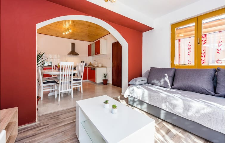 Holiday apartment with 3 bedrooms on 80m² in Skradin