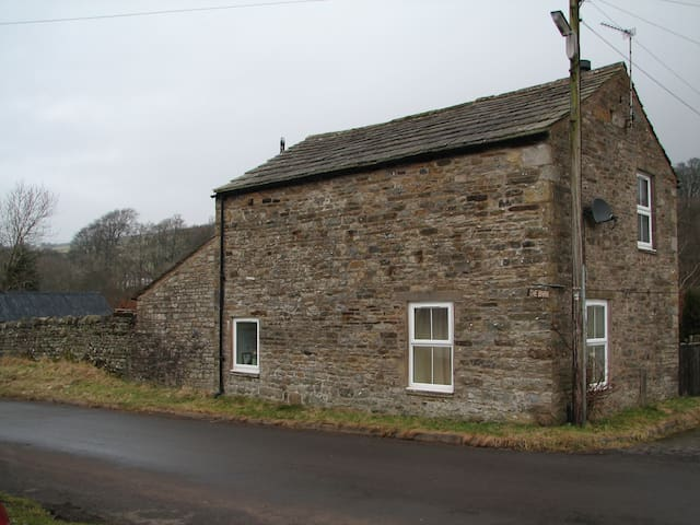 quirky detached barn on the pennine way