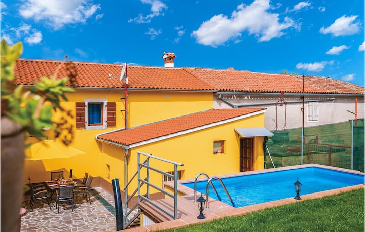 Awesome home in Zminj with Outdoor swimming pool, WiFi and Outdoor swimming pool