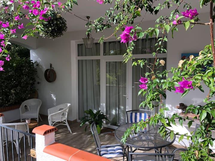 Logement avec spa, piscine et grand jardin