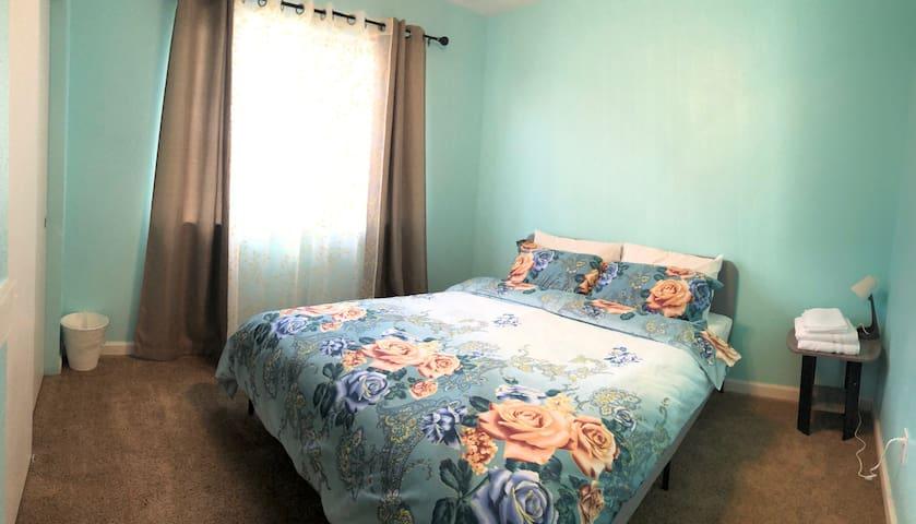 Ocean Bedroom 4 with Shared Bathroom