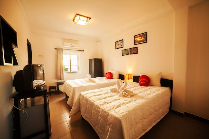 Na Friendly House-TwinRoom4- Riverview - Breakfast