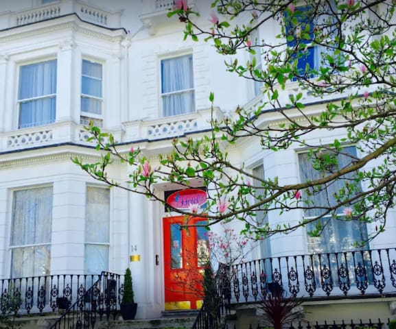 Hotel Blue Bells, Vibrant Notting Hill Luxury