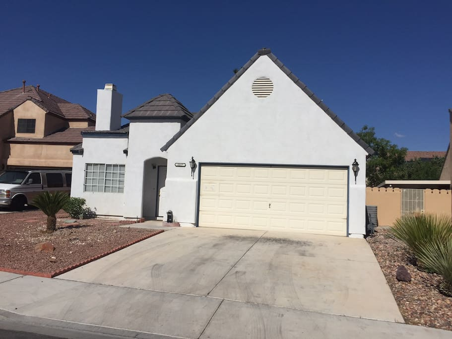 Spanish style 2 bedroom modern home houses for rent in las vegas nevada united states for 2 bedroom homes for rent in las vegas
