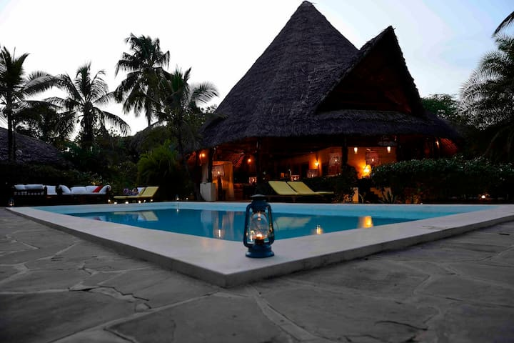 Lions' House Villa Luxury with staff