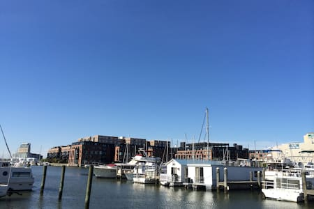 Modern Waterfront Fells Point Studio with Parking!