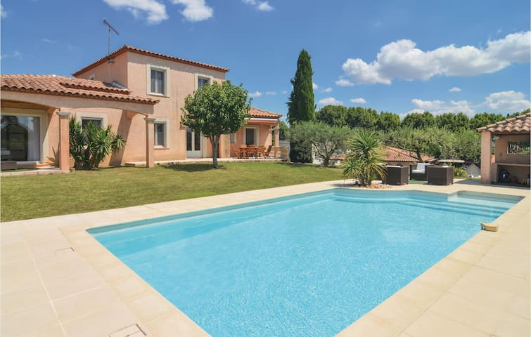 Holiday cottage with 4 bedrooms on 160m² in Calvisson