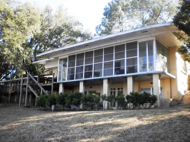 Talquin Cove, lake cottage near FSU, Gulf beaches! - Tallahassee - House