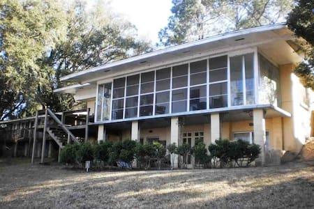 Talquin Cove, lake cottage near FSU, Gulf beaches! - Tallahassee - Maison