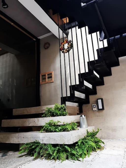 戶外的樓梯可直接到各樓房間
