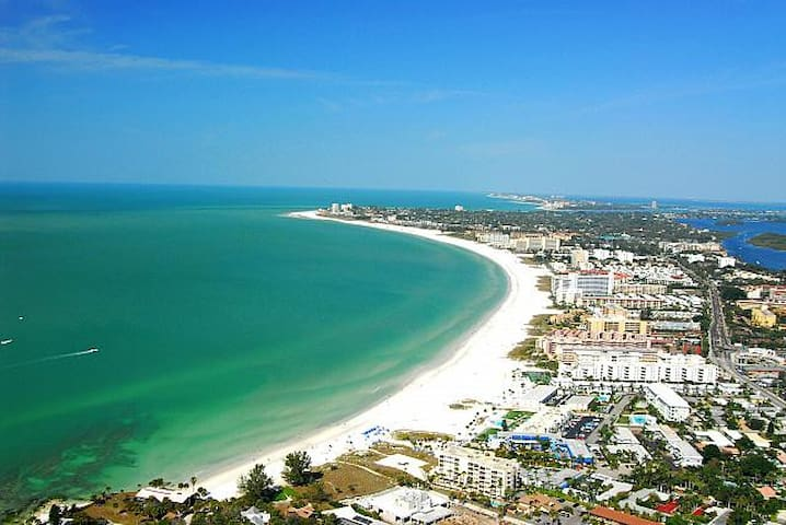 SIESTA KEY DIRECT GULF FRONT CONDO amazing views! - Siesta Key - Condomínio