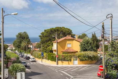 Sunny cozy apt close to the beach with sea view! - Estoril - Appartement