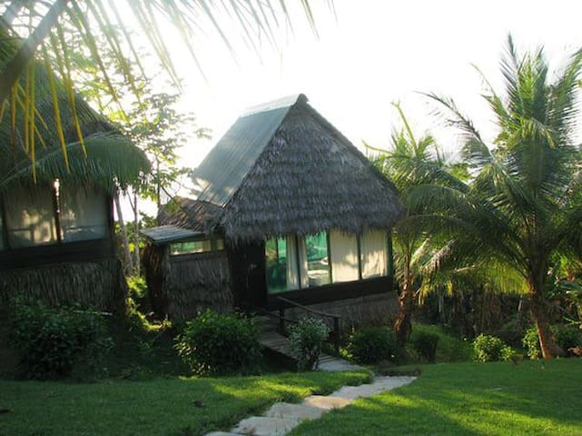Private jungle bungalow by the beach, with meals - Puntarenas Province - Bungalow