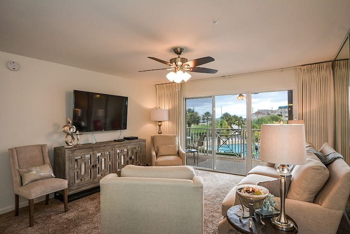 Updated 2BR Amalfi Condo~Great Fall Rates!