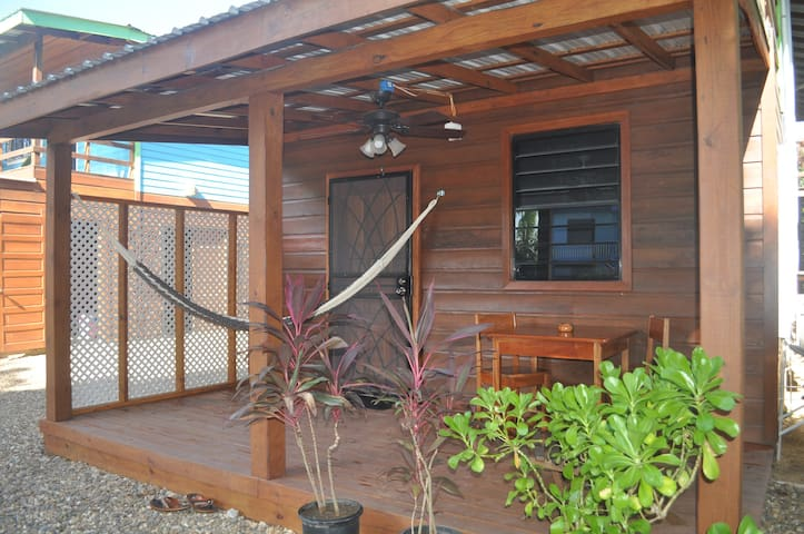 Latitude 17 Garden Room, Hopkins Village, Belize - Hopkins - Lägenhet