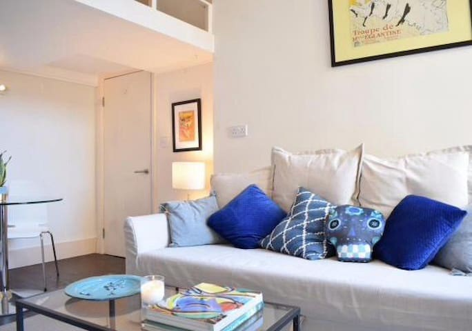 A very cute studio flat in Notting Hill
